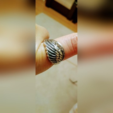 Pierścionek srebrny skrzydło