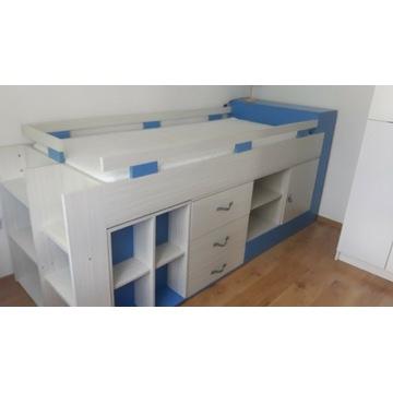 Łóżko piętrowe z wysuwanym biurkiem