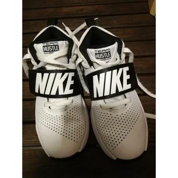 Nike Team Hustle, buty do koszykówki 36