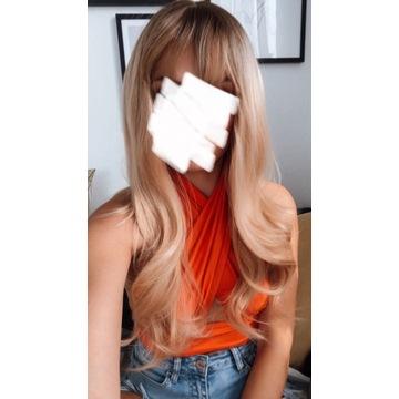 Blond peruka falowana z grzywką gratis