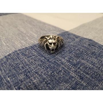 Srebrny pierścień sygnet