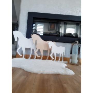 Zestaw 3 sztuki drewniane konie mały i duży. Dekor