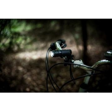 Latarka rowerowa AXV8747-03 280 lumenow AAA czarna