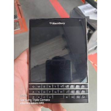 Blackberry passport folia na ekranie jak nowy