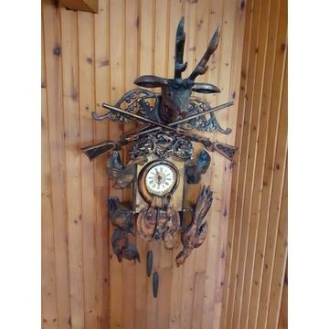 Stary zegar myśliwski,  drewniane bogate zdobienia