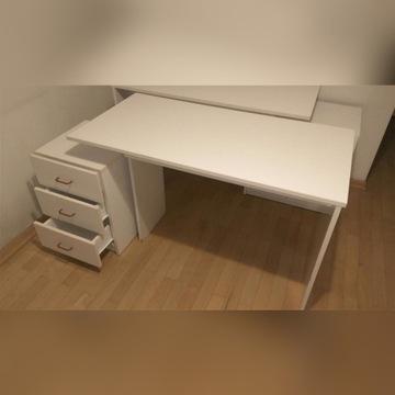 Biurka - elementy z zestawu mebli w białym kolorze
