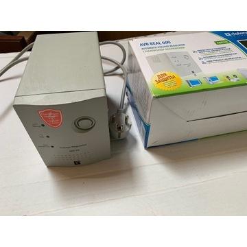 Stabilizator napięcia AVR 600 Real 250 W
