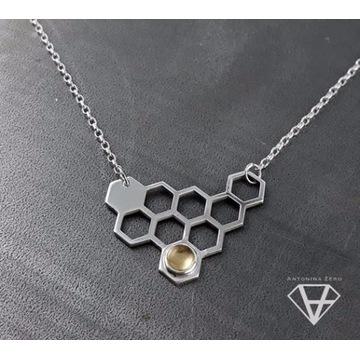 """Bee Cell"" srebrny naszyjnik"