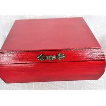 szkatułka,czerwona szkatułka,pudełko