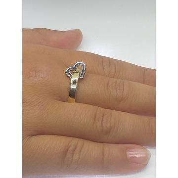 Niesamowity,ruchomy pierścionek złoty