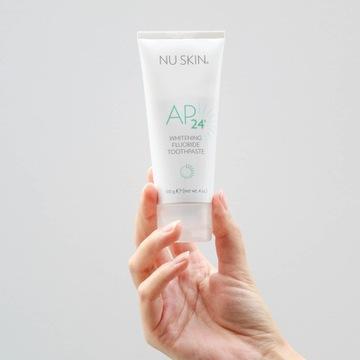 AP-24 Whitening Fluoride Toothpaste  Wybielająca