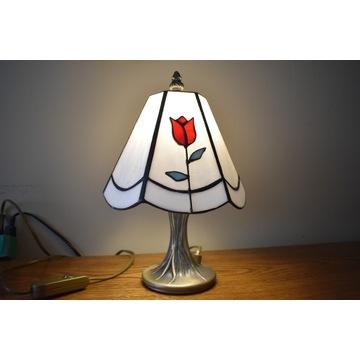 Lampka nocna witrażowa w stylu Tiffany.