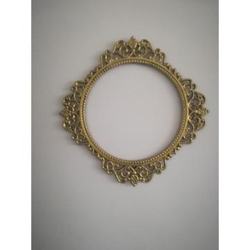 Piękna, Ażurowa rama na lustro.