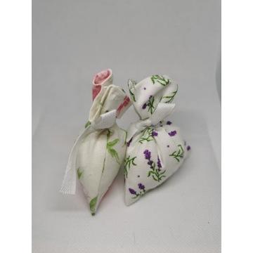 Woreczek zapachowy z lawendą i różą.