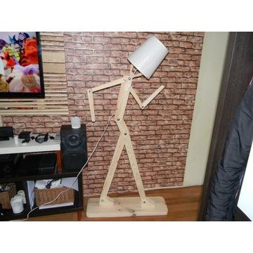 Lampa drewniana podłogowa 160 cm człowiek led