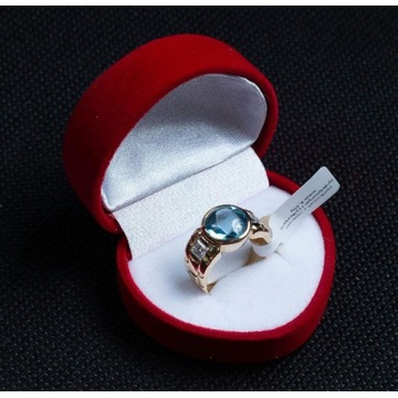 Złoty pierścionek z cyrkoniami i topazem rozm. 13