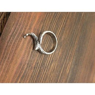 Srebrny pierścionek, w kształcie ślimaka