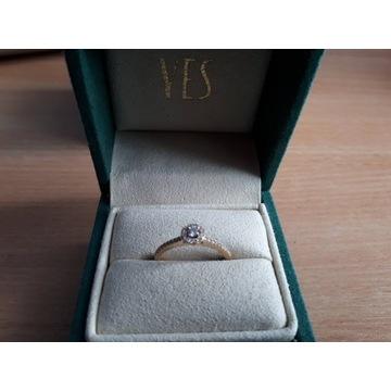 Metropolitan - pierścionek złoty z diamentami
