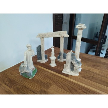 Ozdoby, figurki do akwarium- pomoc zwierzętom