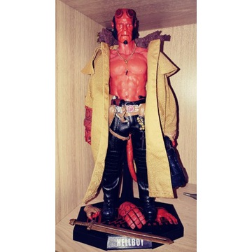 Figurka Hellboy 1/6.