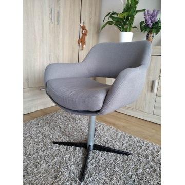 Fotel obrotowy, nowa tapicerka.