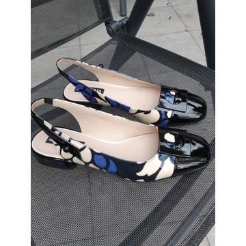 Buty na płaskim obcasie z odkrytą piętą