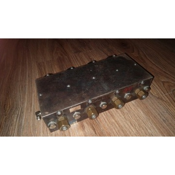 Filtr dużej mocy na pasmo 70cm, wtyki SMA.