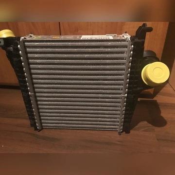 Chłodnica intercooler prawy Audi Q7 4M0145804P