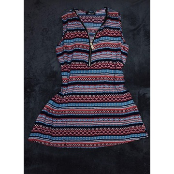Letnia sukienka z suwakiem przy dekolcie
