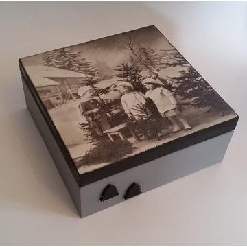 Drewniane pudełko z motywem świątecznym