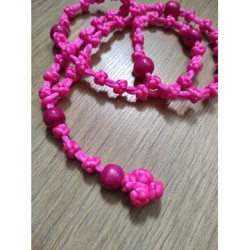 Różowy różaniec pleciony ze sznurka