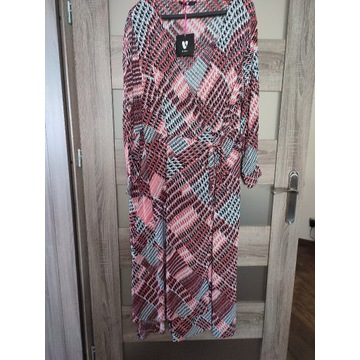 Piękna sukienka nowa, by very