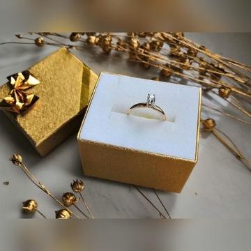Złoty pierścionek z diamentem zaręczynowy krk