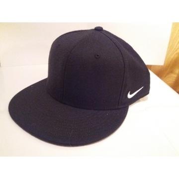 Czapka Fullback Nike czarna z logiem