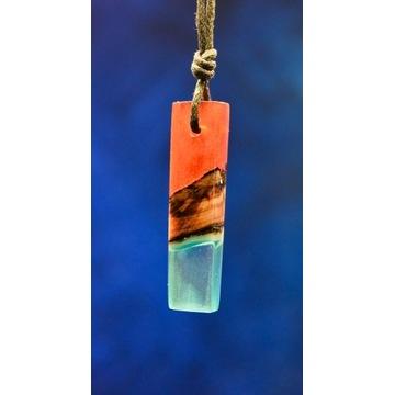 """Naszyjnik świec. z drewna i żywicy """"Red-Blue Pine"""""""