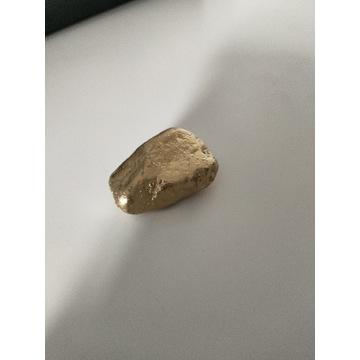 Fałszywe złoto zabawka kamień