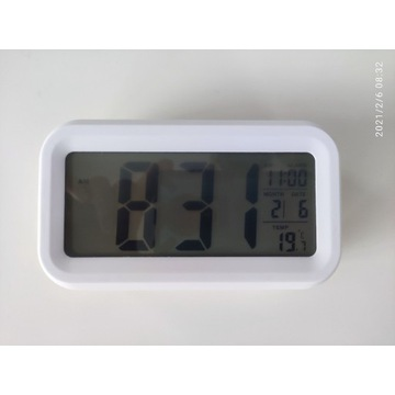 Zegar budzik z białym podświetleniem LCD