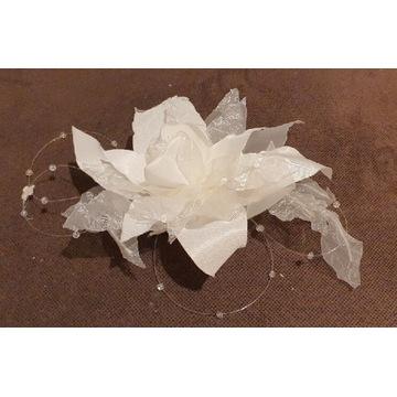 Przypinka stroik kwiat do włosów na ślub