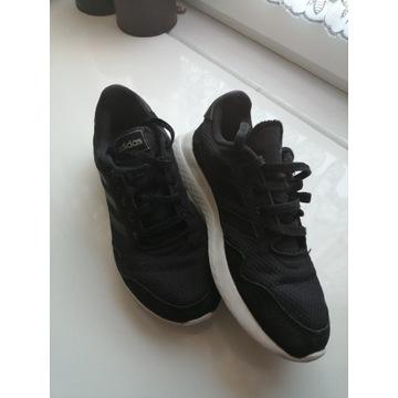 Buty sportowe firmy adidas