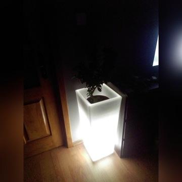 Lampka nocna donica led do salonu, ogrodu