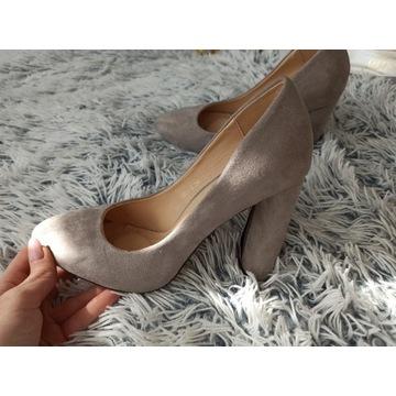 Szare zamszone buty