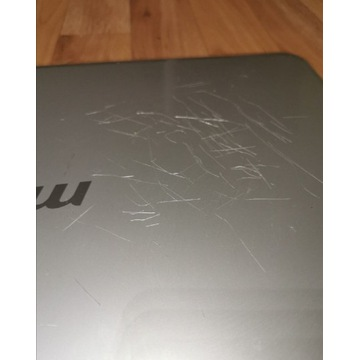 Laptop Msi 1692 x610