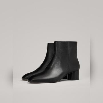 Massimo Dutti czarne skórzane botki na wiosne
