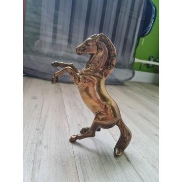 Mosiężny koń z mosiądzu figura konik