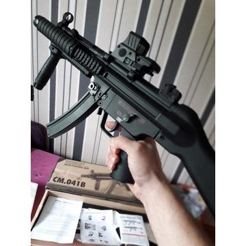 MP5 CYMA CM.O41B