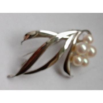 Srebrna broszka z perełkami