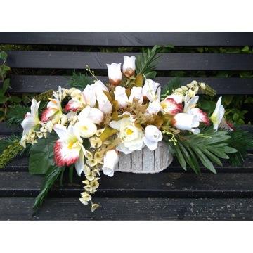 Stroik kompozycja kwiatowa cmentarz grób duża