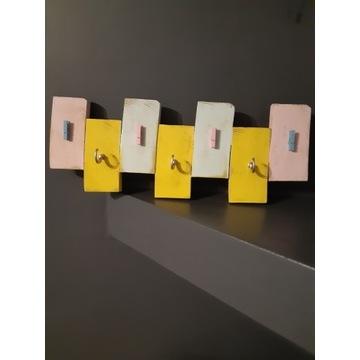 Wieszak organizer kolorowy postarzany 48x18