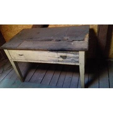 Stary przedwojenny stół kuchenny
