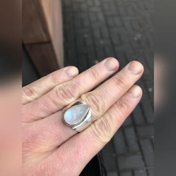 Pierścionek z kamieniem księżycowym mały rozmiar